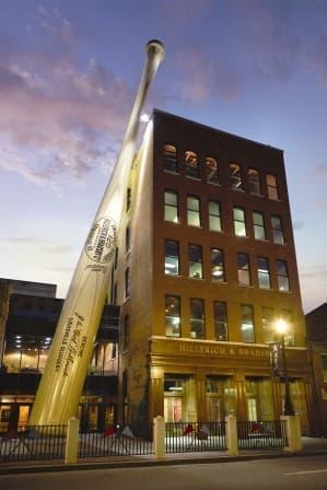 「ルイヴィル・スラッガー博物館」  横にあるバットは、ベーブ・ルースのバットを約40倍にしたもの