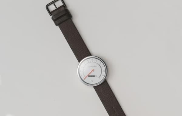 計器類を腕時計型とすることで