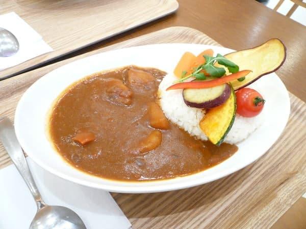 新津田沼駅から徒歩6分の距離にある「ヴェルジェ」の「野菜ゴロゴロカレー」