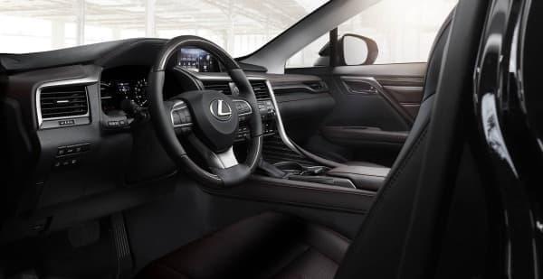 運転席と助手席の各空間が分離する効果を創出