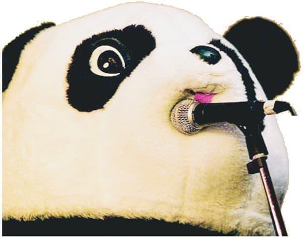 強烈なオーラを放つギターパンダさん