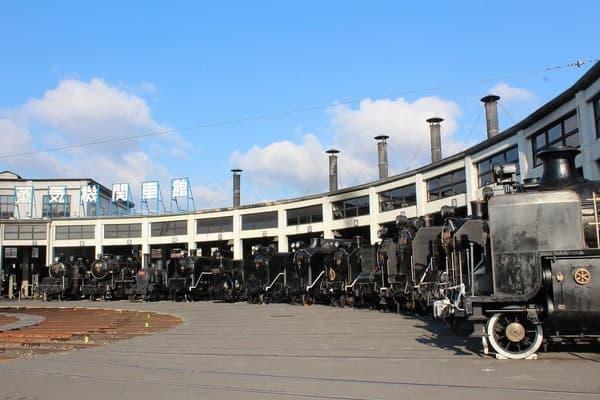機関車館にはたくさんの SL が展示中だが