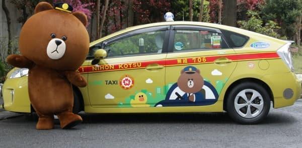 LINE のラッピングタクシーが登場(※ブラウンは運転してません)