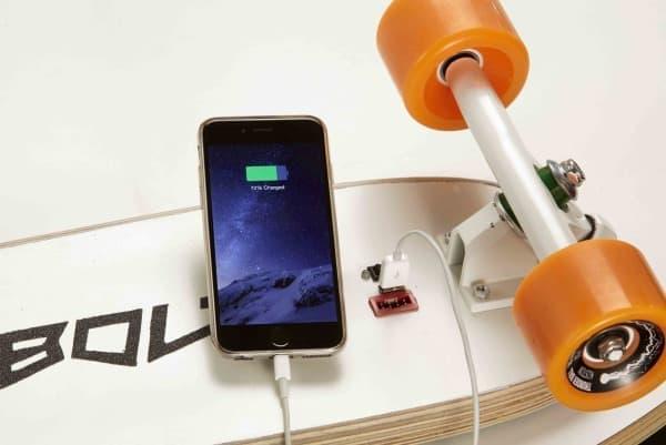 スマートフォンなどを充電する機能も