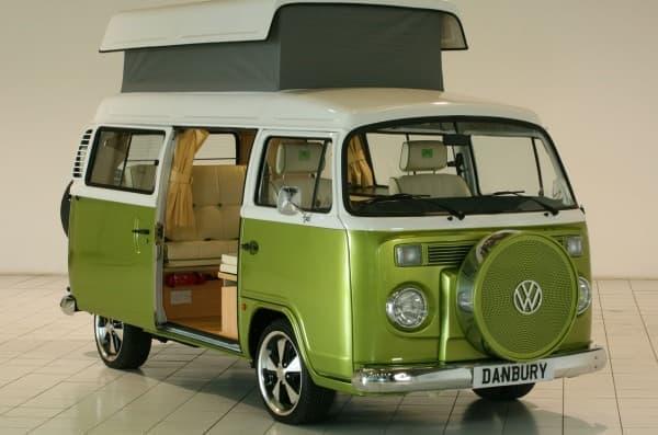 ワーゲンバスをキャンピングカーに架装した「VW T2 Camper」