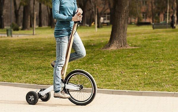 昨年発売された旧バージョンの「Halfbike」  セグウェイのように体重移動で方向転換します