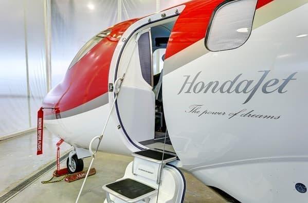 羽田空港に着陸した HondaJet