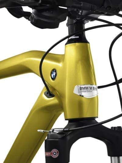 BMW バイクのデザインを継承した「ブルネック(太い首)」  燃料タンクを連想させる