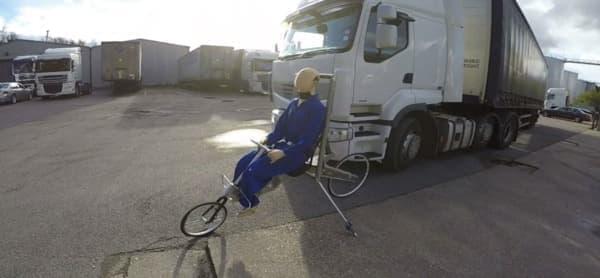 「Babel Bike」のプロトタイプを使用した大型トラックによる巻き込み事故検証実験