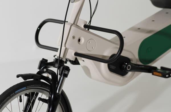 足を保護するスティール製のフットプロテクター
