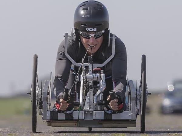 新型手漕ぎ自転車、世界記録に向けてテスト走行