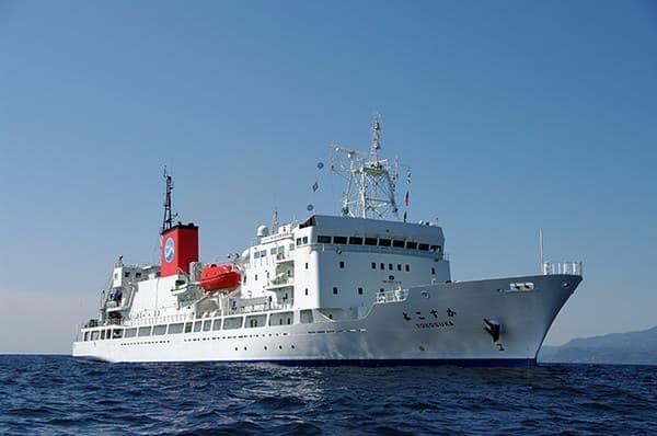 洋上の支援母船「よこすか」からネット中継