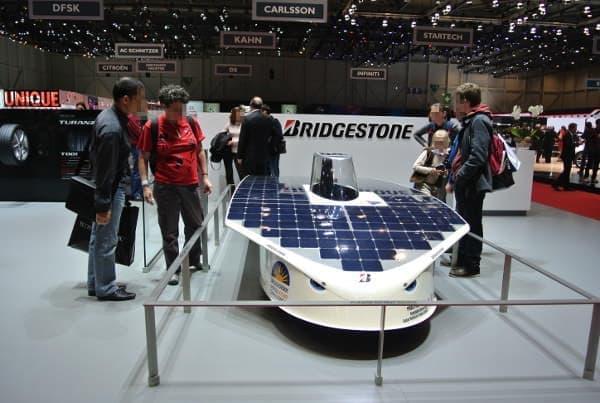 工学院大学が開発したソーラーカー、過去のイベント出展のようす