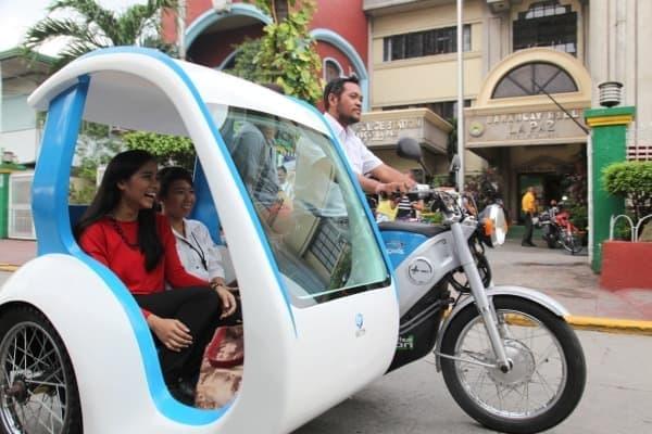 富士通と GMS が、フィリピンでの電動三輪タクシー普及に向けた実証実験を開始