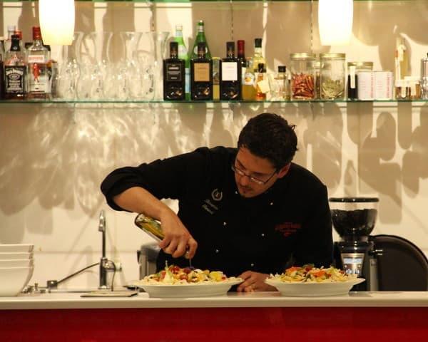 イベントではガンベロロッソのシェフが特別に料理の腕を披露