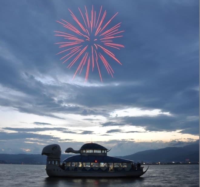 諏訪湖の遊覧船上でコンサートと花火