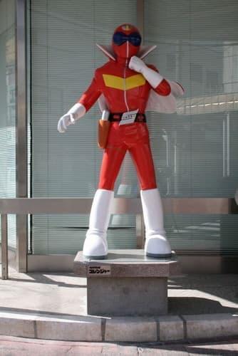 石巻商工会議所前の赤レンジャー