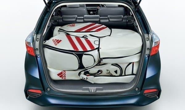 荷室容量は570リットルを確保