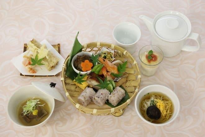 竹駕籠膳(写真提供:JR 西日本)