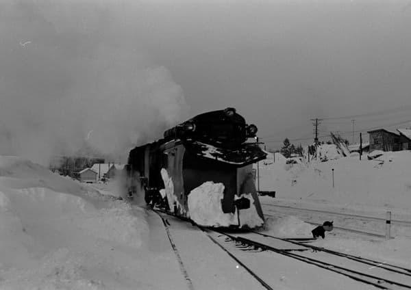 排雪列車として活躍していた当時の写真  (1972.12.25・伊藤保則氏撮影、提供・三菱大夕張鉄道保存会)