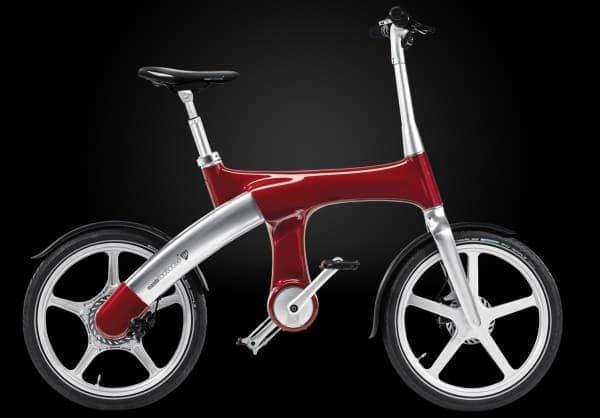 ペダルが取り付けられた電動バイク「Footloose IM」