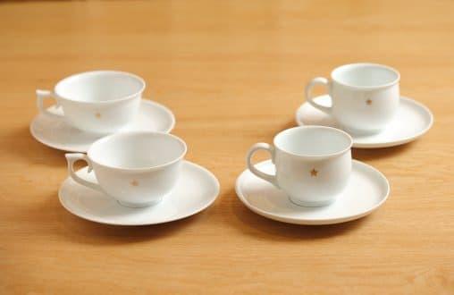 有田焼のティーカップとコーヒーカップ