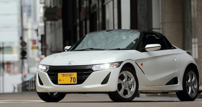 たしかに、軽のオープンカーは、普通のレンタカー屋ではほとんど見られない