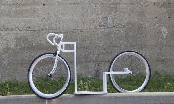 自転車に見えるが、あくまで「スケートボード」