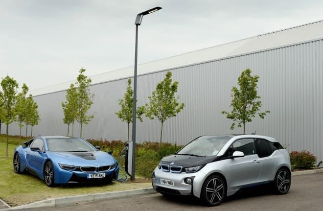 BMW によるソリューション「Light & Charge」