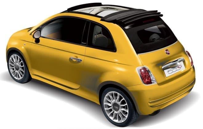 ルーフが装着された「Fiat500C Gialla」
