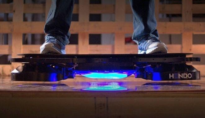 参考画像:磁気浮上技術が利用されている「Hendo ホバーボード」
