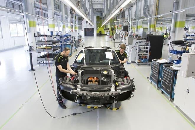 シュトゥットガルト-ツッフェンハウゼン工場で最後の1台を完成させたそう