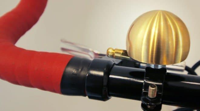 ベルは富山県高岡市の鋳物メーカー「能作」製のオリジナル