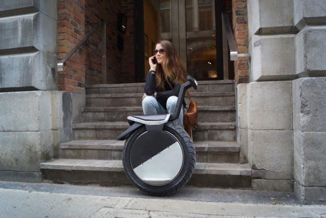 「MOTO POGO」は都市を移動するための乗り物