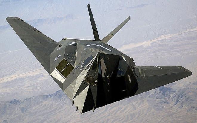ステルス攻撃機 F-117「ナイトホーク」