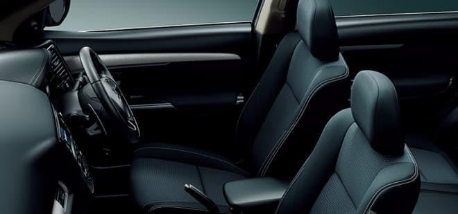 運転席・助手席のサイド部にステッチを追加