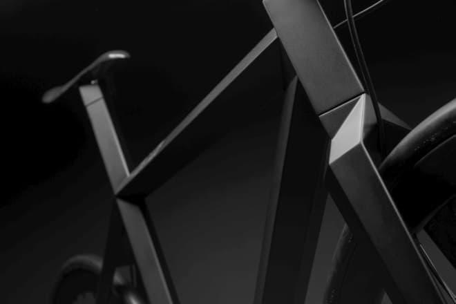 「B-9 NH BLACK EDITION」は、平面で構成された多面体デザインを持つ自転車