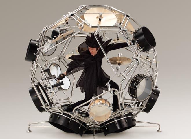 ドラム楽器の中で暴れまわるように演奏できる球体ドラム「RAIJIN」