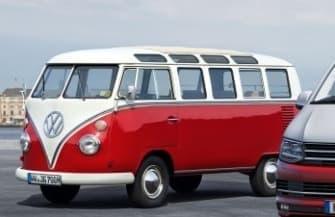 参考画像:本物のフォルクスワーゲンバス  「Volkswagen Bag」の再現性の高さがわかる