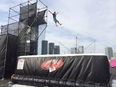 6メートルの高さから飛び降りる「ゼロショック」
