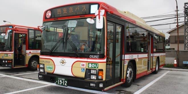 路線バスの中でスマートフォンを充電できる。便利かも