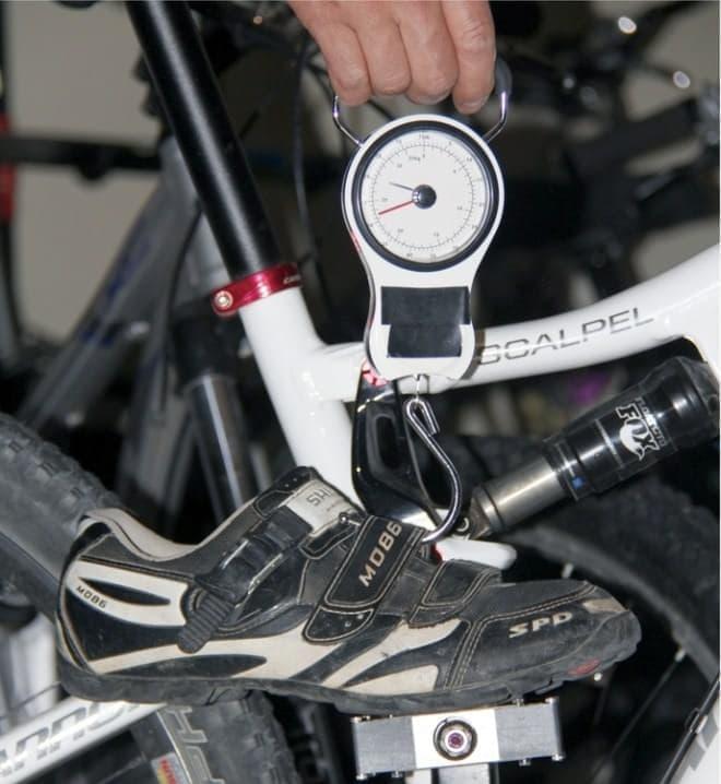 「MagLOCK」の吸着力は最大23キロ  真上方向への引っ張りには強い  (画像は以前のバージョン)