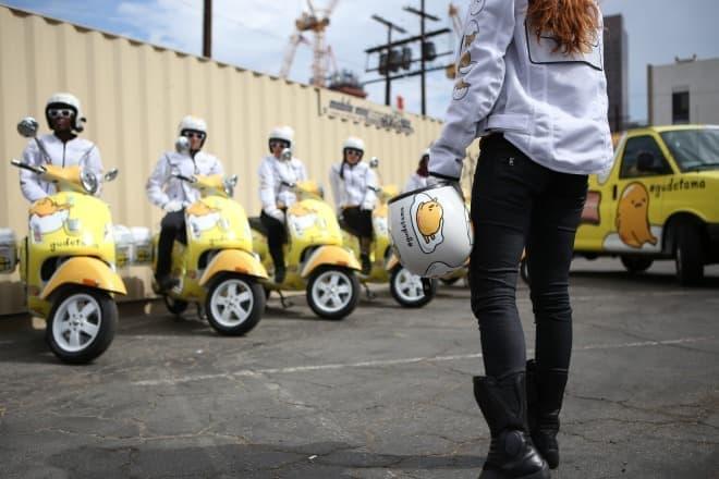 ヘルメットもぐでたま(写真提供:サンリオ)