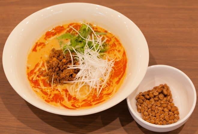 納豆タンタン麺、横の納豆をお好みで…?