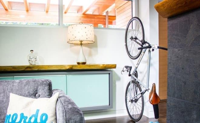 ちょっとした空きスペースを自転車用の空間にできます  (注:これは筆者の部屋ではありません)