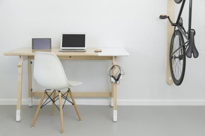 「RACK」はオフィスデスクにマッチしたデザインを持つ自転車用ラック