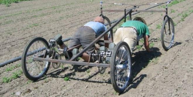 農業にイノベーションを持ちこむコミュニティ「FARM HACK」による  草取り用自転車のプロトタイプ  これ、このまま田植えに使えません?