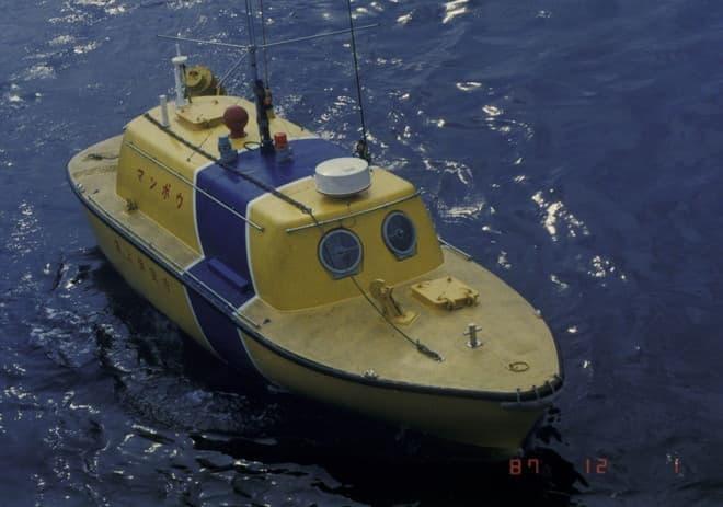 初代マンボウ、自走式走行ブイという呼び名だが、船のようだ(写真提供:海上保安庁)