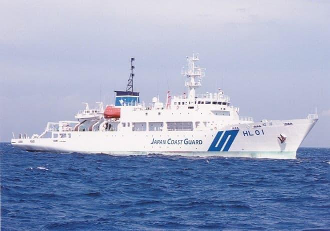 測量船「昭洋」に積み込まれている(写真提供:海上保安庁)