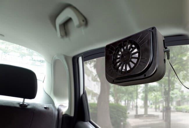 駐車中の車内温度上昇を抑える「ROOMMATE 自動車用ソーラーパワー換気扇」